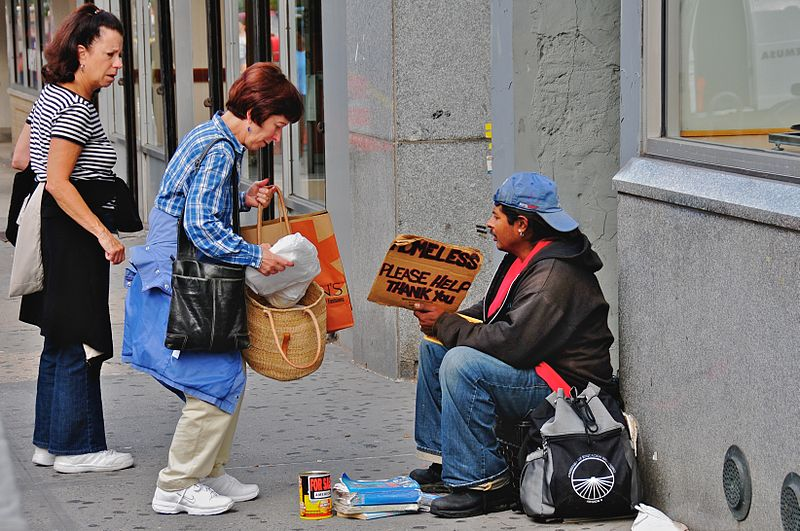800px-Helping_the_homeless